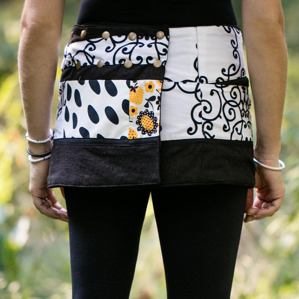 Image of Hollow & Ridge yoga skirt-vintage black
