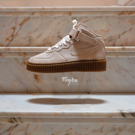 "Image of Creepers x Nike Air Force 1 Mid ""Cappuccino"" soleswap"