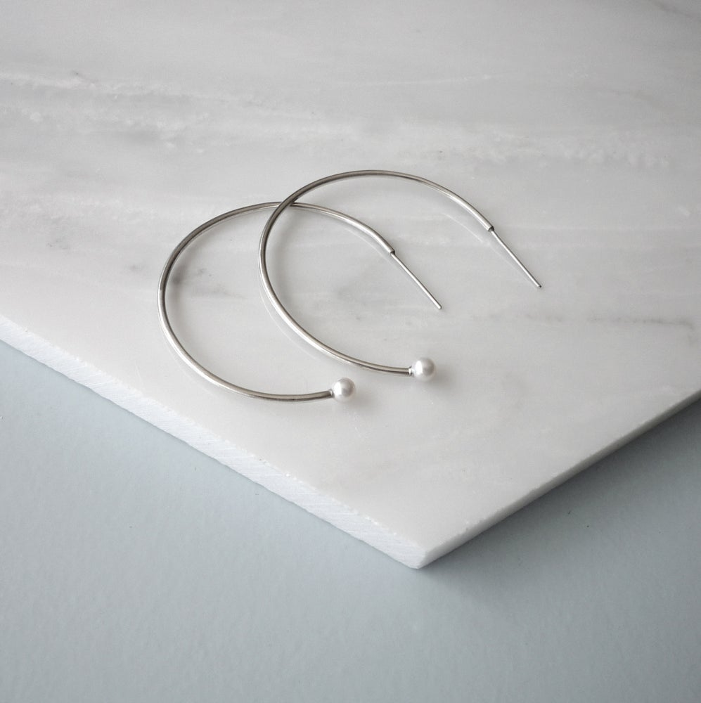 Image of Pearl - Vicky Hoop Earrings