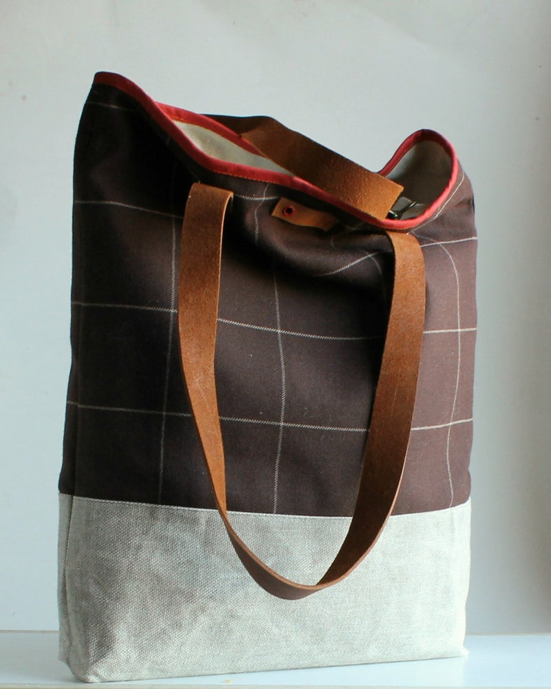Image of 'madame Truffle'         - x -           NELL TOTE BAG,  size/2