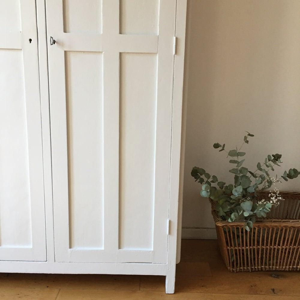 Image of Violette, armoire parisienne