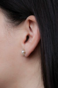 Image of MOONAGE PEARL STUDS-SILVER
