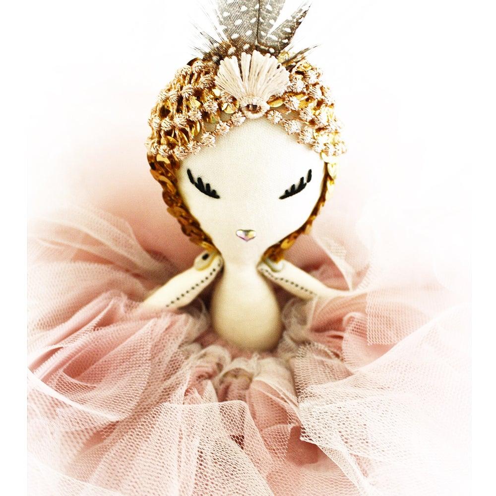 Image of MAVEN BESSIE - a *LIDO* Maven Miniature