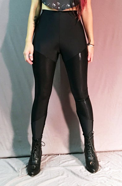 Image of Shiny black leggings