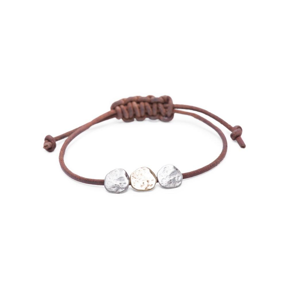 Image of Maine three-rock bracelet on adjustable leather (B24silbra)