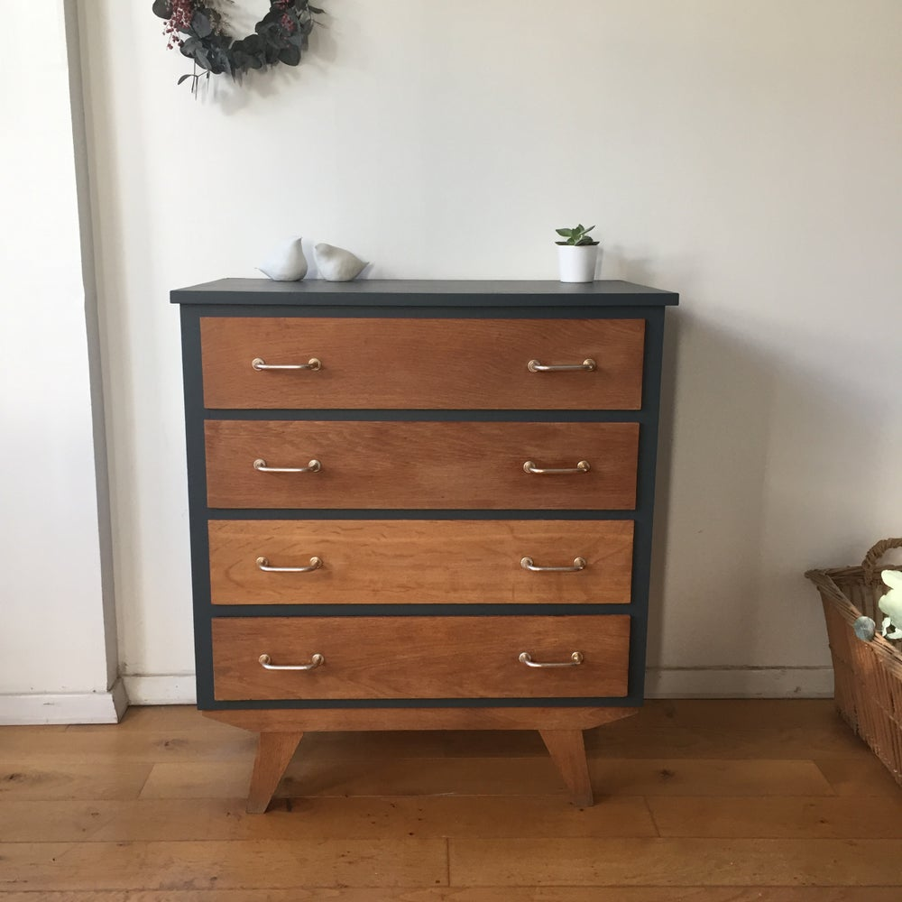 Image of Albertine, commode aux pieds compas