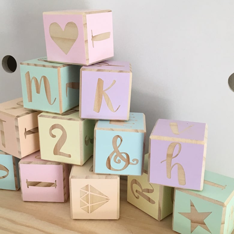 Image of Gorgeous Set of 10 x 4cm blocks full alphabet and pictures