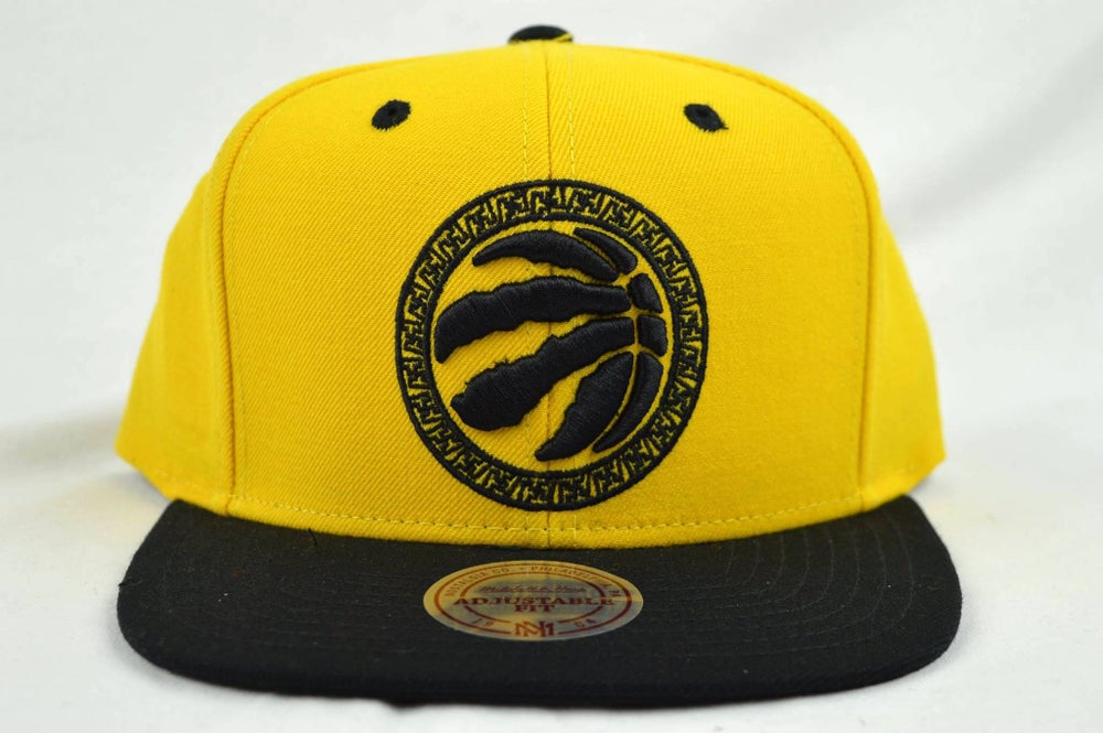 Image of TORONTO RAPTORS YEL/BLK CHINESE NEW YEAR MITCHELL & NESS SNAPBACK
