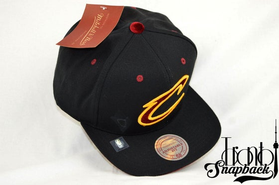 Image of CLEVELAND CAVALIERS SOLID VELOUR MITCHELL & NESS SNAPBACK