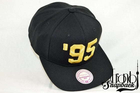 Image of TORONTO RAPTORS 95 BLACK & GOLD  MITCHELL & NESS SNAPBACK
