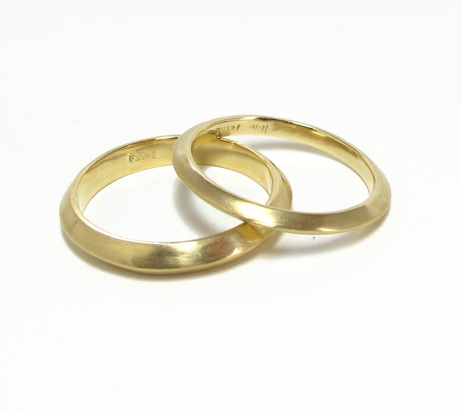Image of Triangular Wire Band Ring 18k 4mm