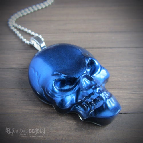 Image of Metallic Effect Resin Skull Pendant