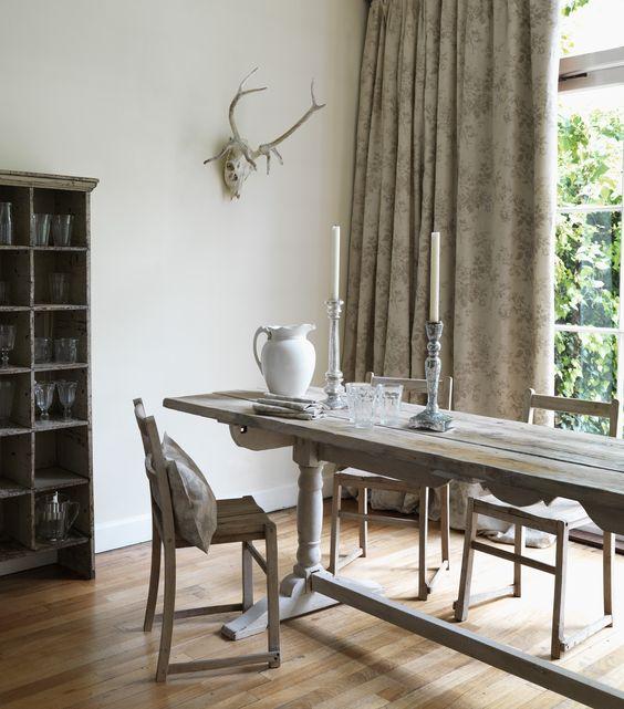 """Image of """"Alderney Grey"""" Tessuto in stile vintage a stampa floreale"""