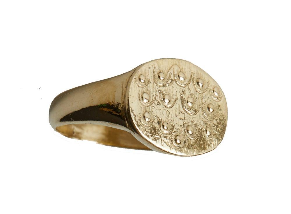 Image of Boob Signet ring Gold