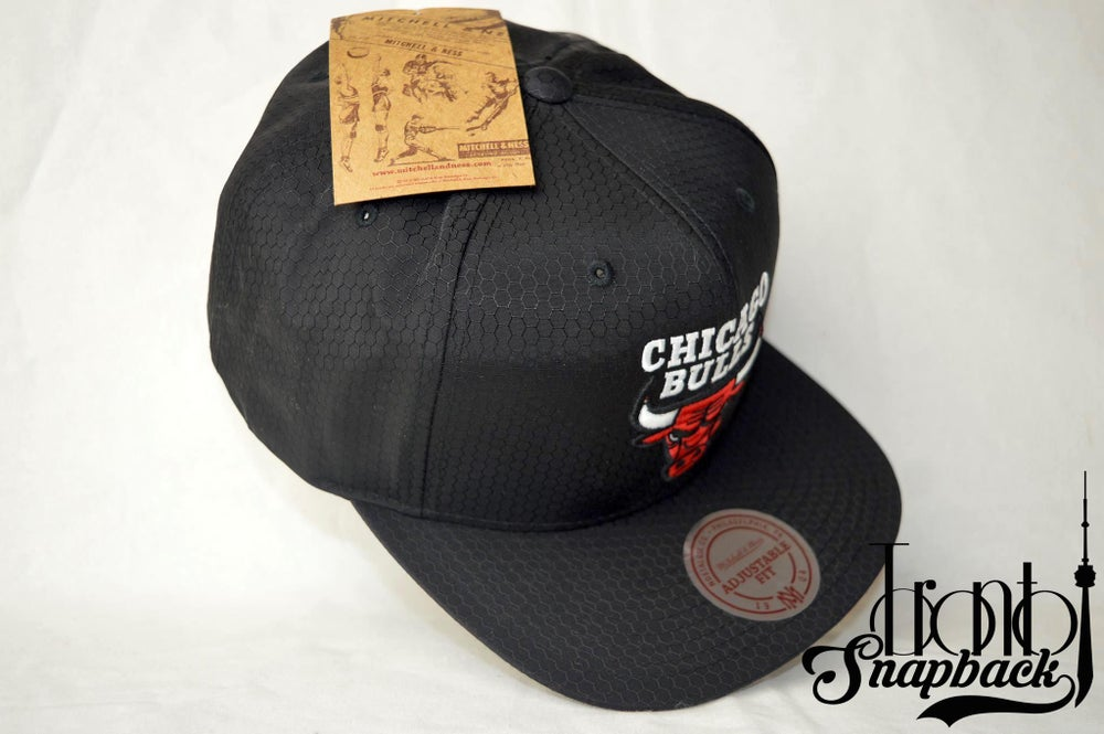 Image of CHICAGO BULLS CURRENT RIPSTOP HONEYCOMB MITCHELL & NESS SNAPBACK