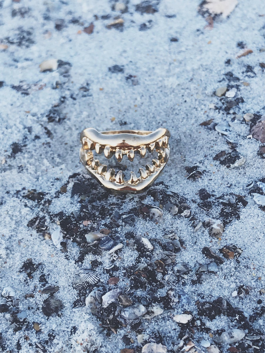 Image of Shark Jaws Ring Gold