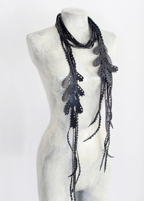 Image of LARIAT Leaves Necklace