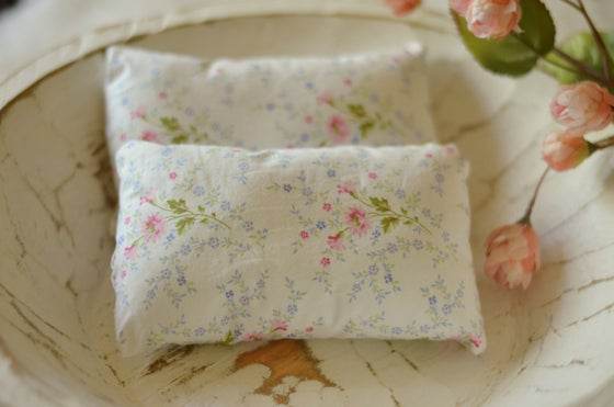 Image of Floral pillow