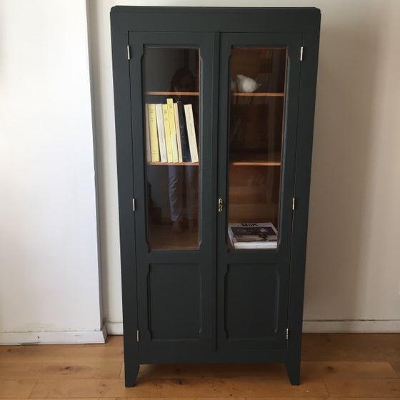 Image of Georgette,bibliothèque vitrée