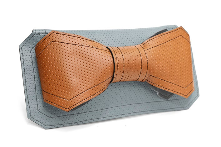 Image of CONEXIA Clutch with Bowtie