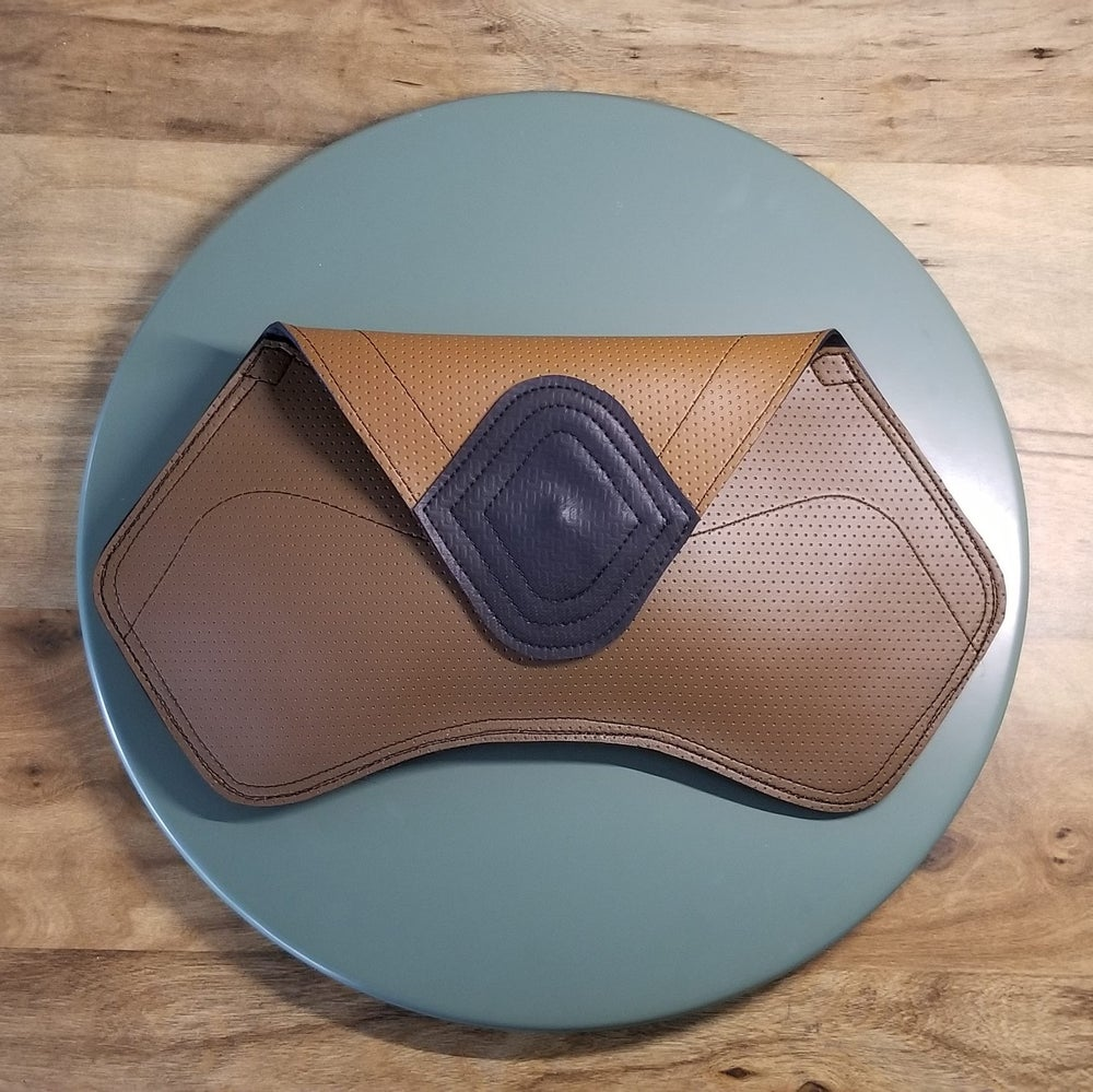 Image of Boomerang Clutch