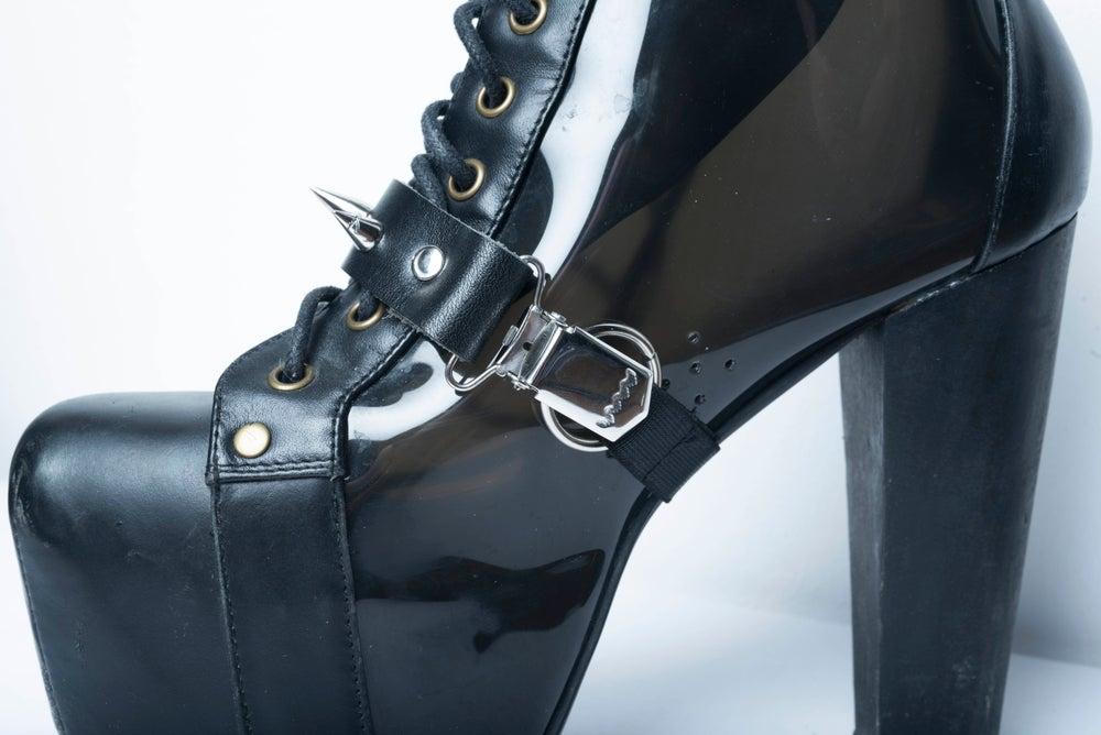 Image of Oh! Spikey Shoe Garter