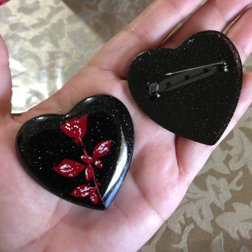 Image of Resin Glitter Heart D🌹M Brooch