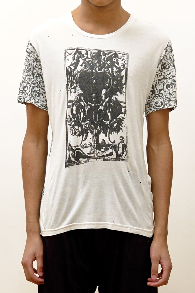 Image of Tee with Gothrah Print