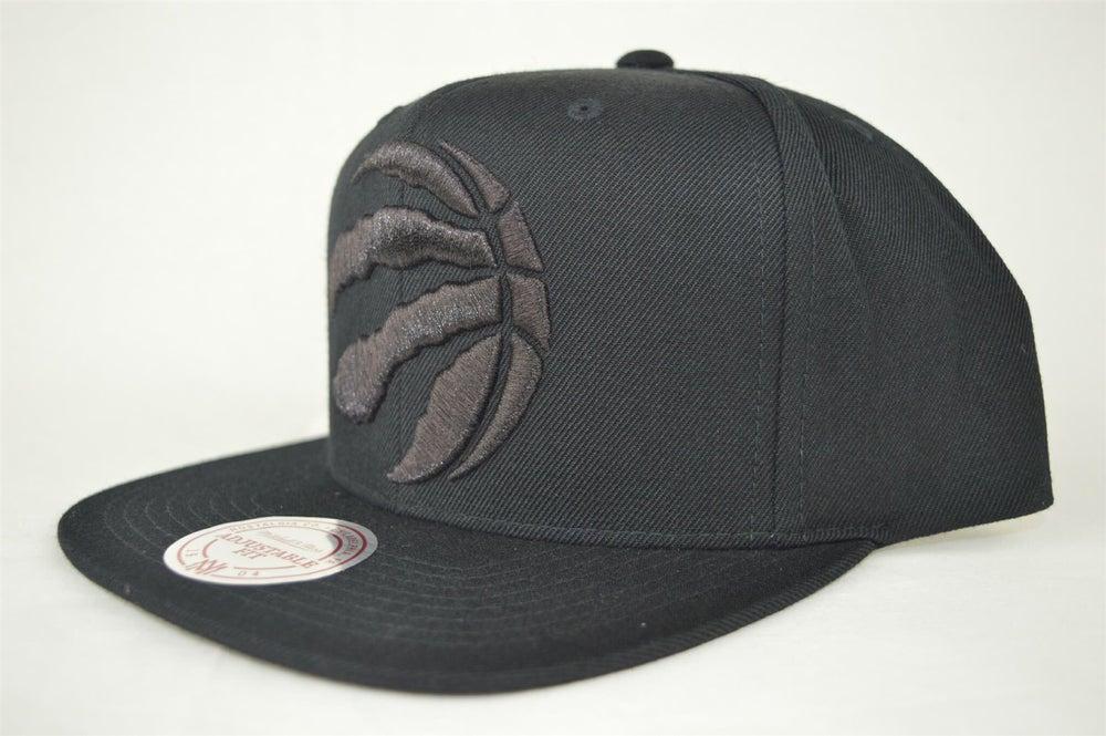 Image of TORONTO RAPTORS NBA BLACKED OUT XL LOGO MITCHELL & NESS SNAPBACK HAT