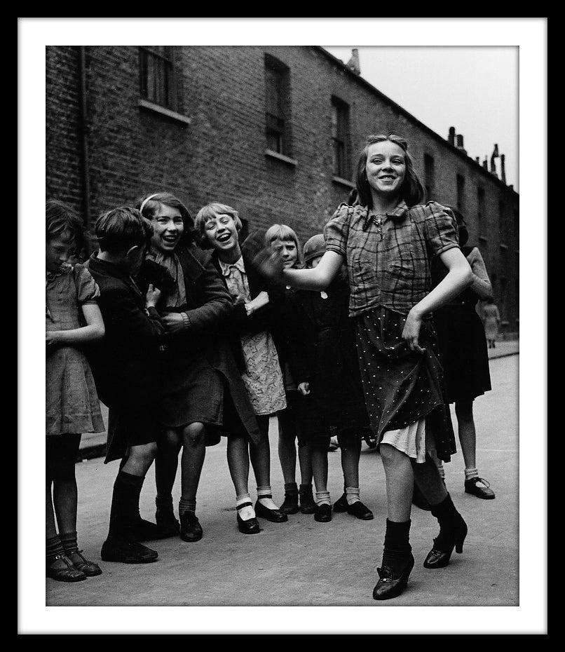 Image of SP36-East End girl dancing the Lambeth Walk, 1939
