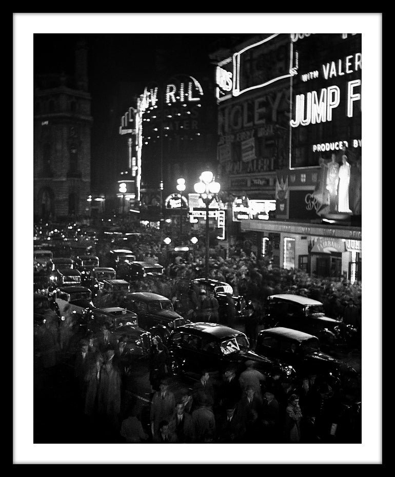 Image of SP37-Piccadilly at night, 1938