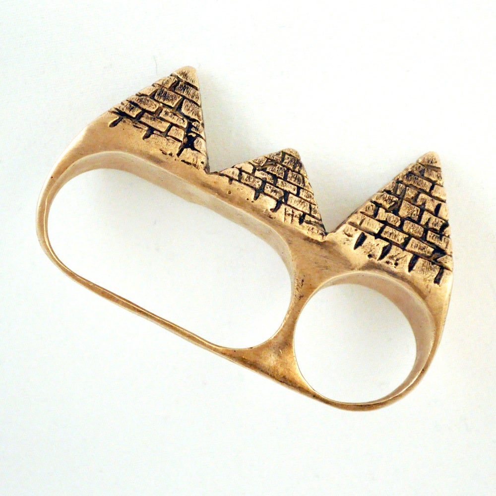 Image of 3 Finger Pyramid Ring bronze