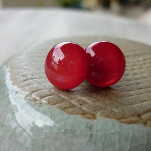 Image of red studs - round