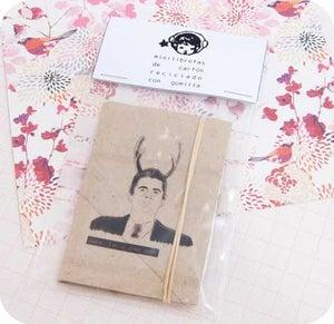 """Image of Minilibreta de cartón reciclado con gomilla """"Agente Cooper"""""""