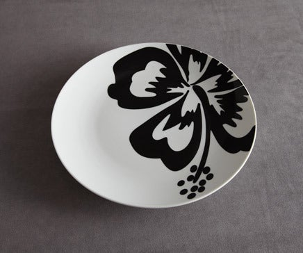 Image of Black and White Ceramic Flower Plate BC-072