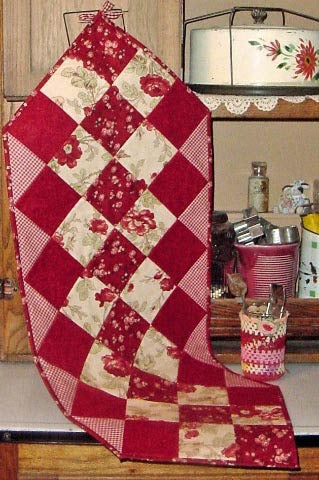 Image of Fat Quarter Table Runner - Pattern Q110 PAPER pattern