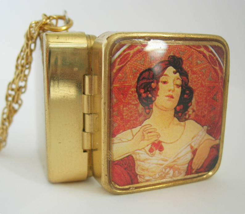 Image of Mucha Fine Lady Musical Locket