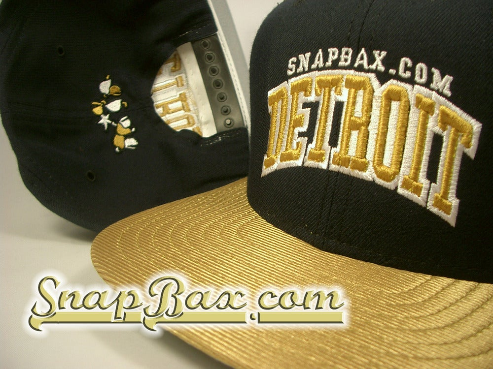 Image of VINTAGE NEW ERA DETROIT NAVY & METALLIC GOLD SNAPBACK