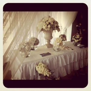 Image of Ruffle Table Cloth for trestle table