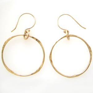 Image of Hand Forged Womens 14k Yellow Gold Dangle Hoop Earrings: