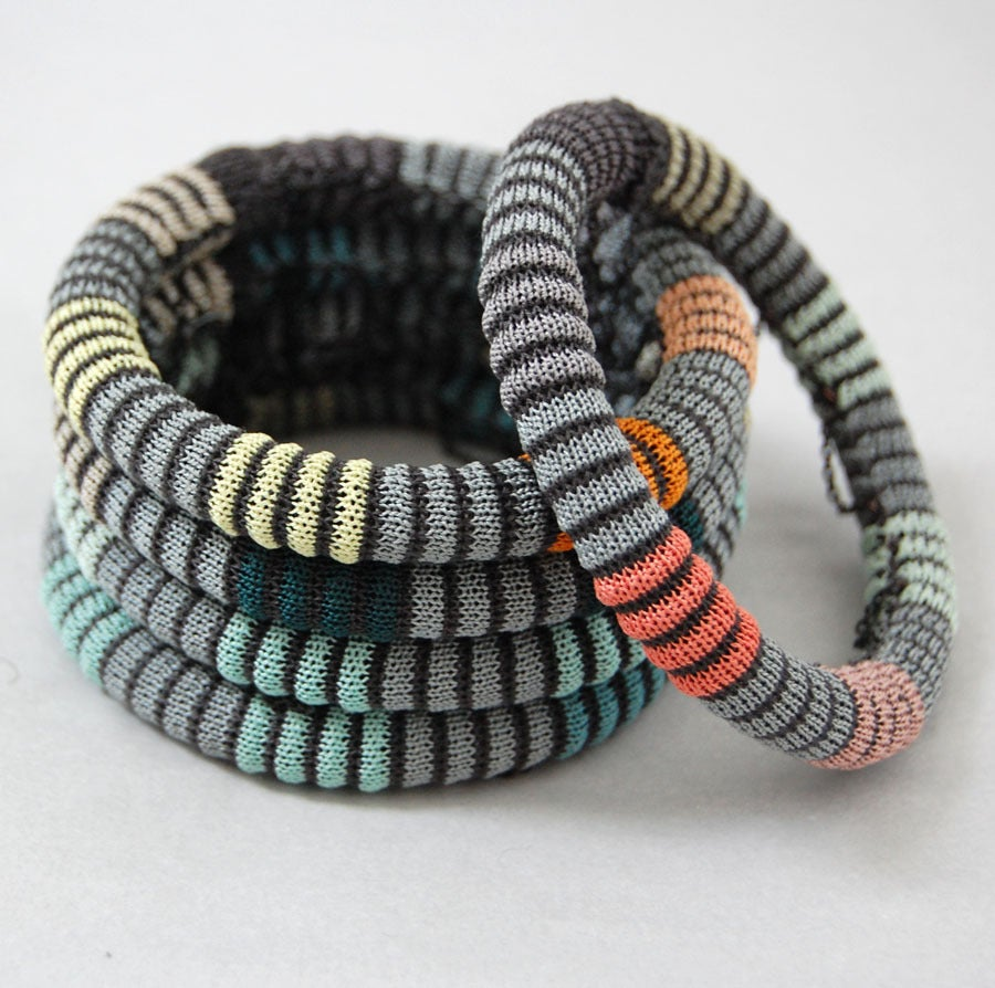 Image of Pixels Chain Bangle COLOUR 4