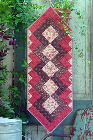 Image of Fat Quarter Table Runner III - Pattern Q112 PDF pattern