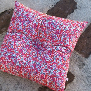 Image of WILTSHIRE square buttoned cushion
