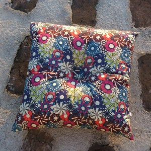 Image of FLORA BO square buttoned cushion