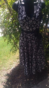Image of Black & White Floral Swing Dress Sz 8