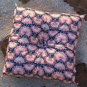 Image of UMBEL square buttoned cushion