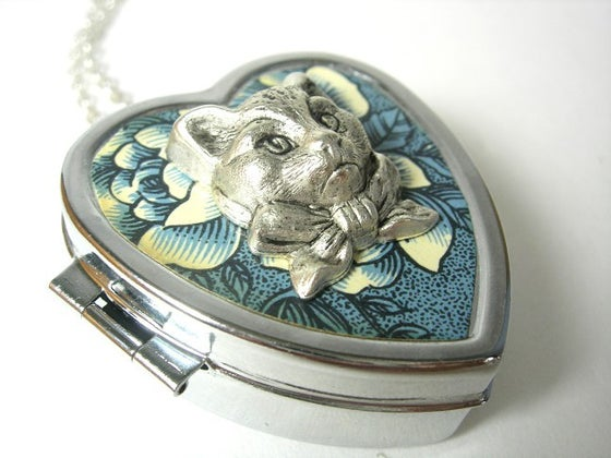 Image of Sweet Molly miniature music box heart locket (Blue Sea Flower)