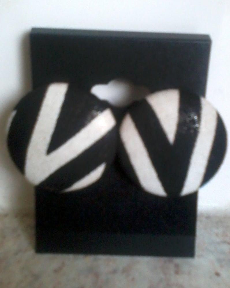 Image of Vekras Black and White V Initials