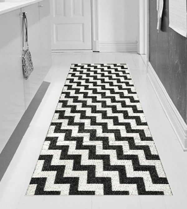 "Image of Handwoven Plastic Rug ""Gunnel"" (Black)"