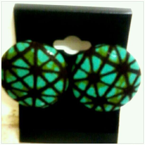 Image of Vekras Green/Brown Medium Stud Earrings